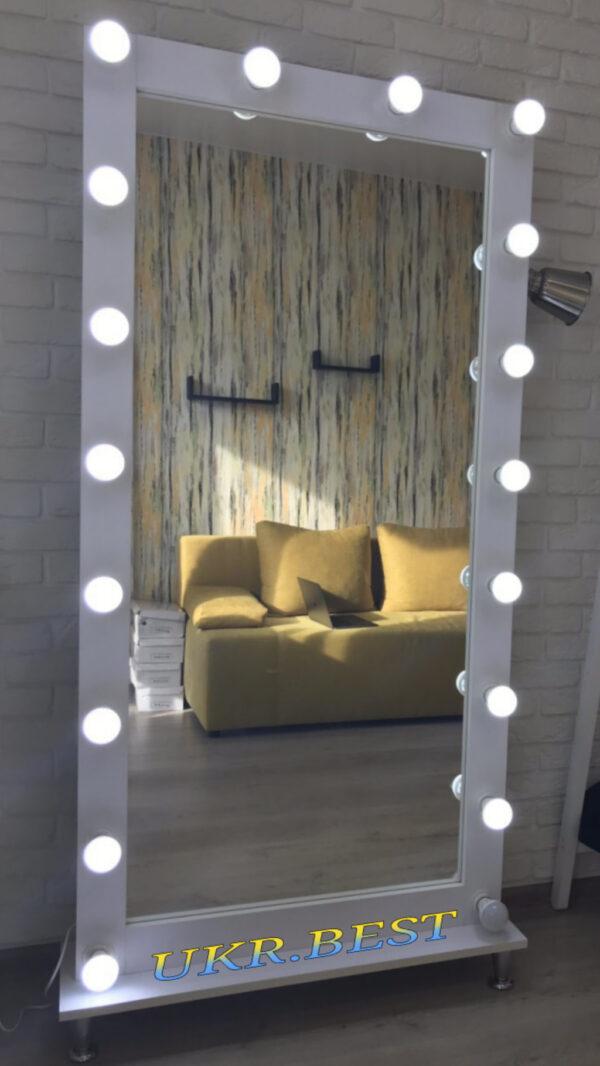 Зеркало для гостиной комнаты дома, квартиры с лампочками в полный рост