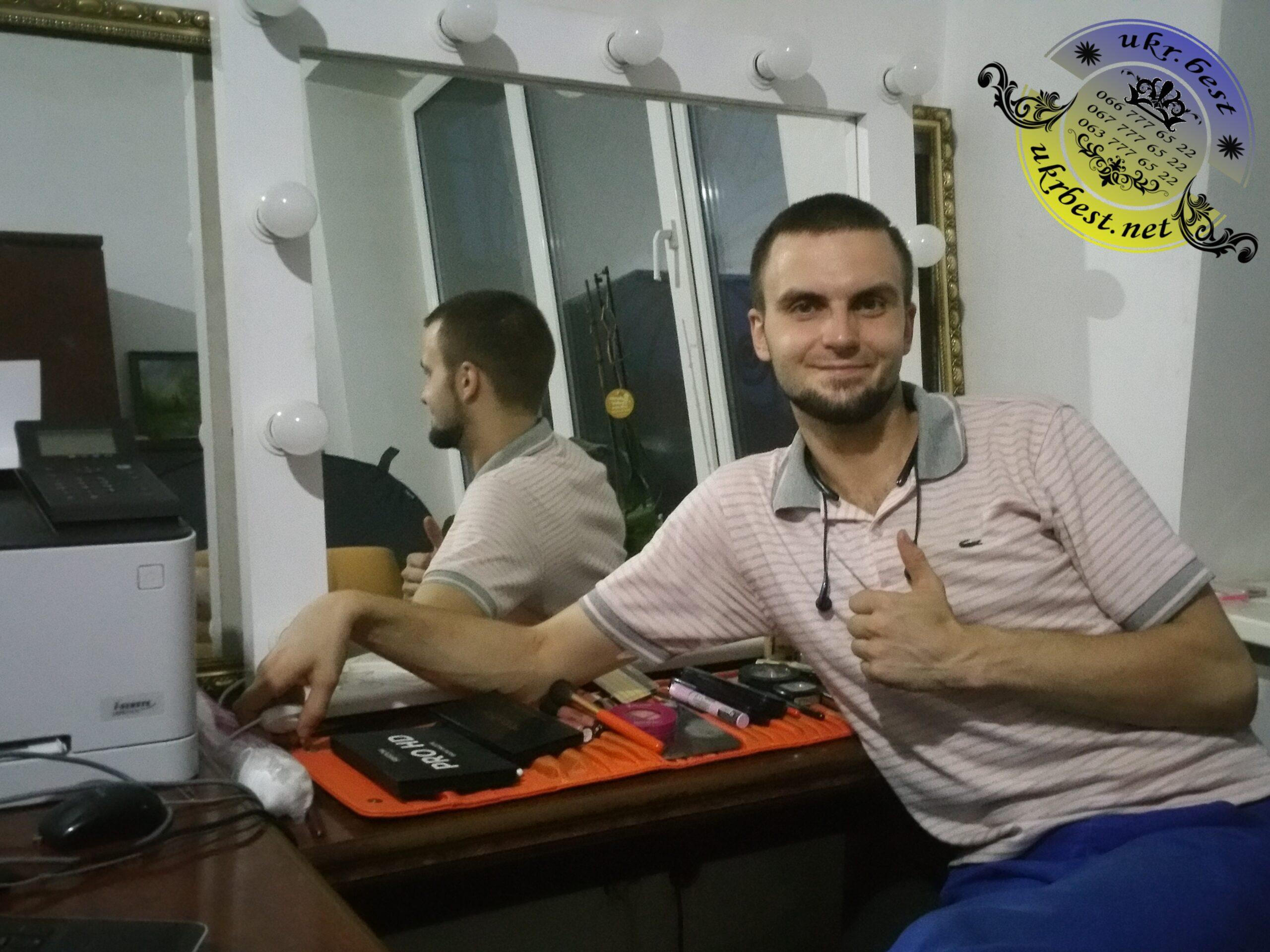 Купить гримерное зеркало визажиста с лампочками в Украине, Киеве, Харькове