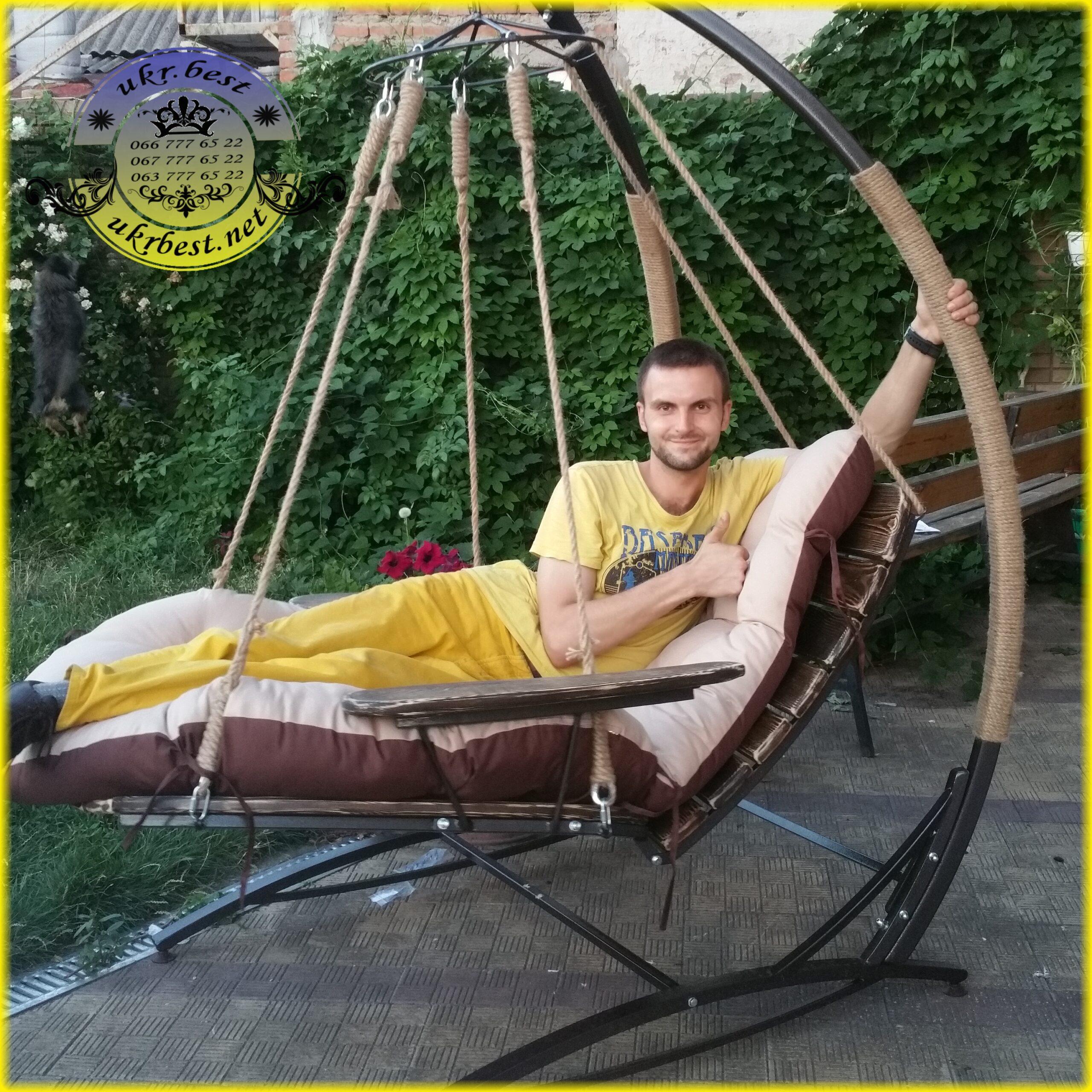 Садовые качели Эго - уличная мебель на фото UkrBest.