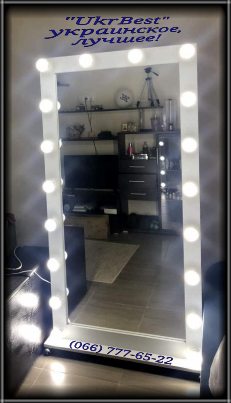 Зеркало в полный рост с LED лампочками в квартире.