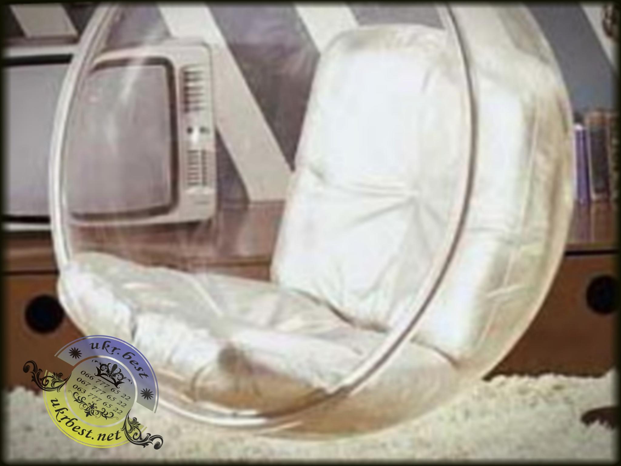 Ball chair - на фото подвесное кресло сфера в белом интерьере