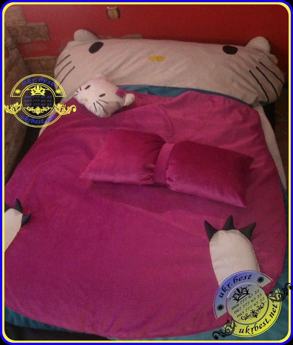 """Мягкая бескаркасная кроватка для детей и подростков в форме любимой кошечки, героини мультика """"Hello Kitty"""". В комплекте детская кровать и 2 декоративные подушки кошечки - все из элитного велюра Missoni."""